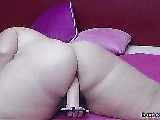 Sexy big beautiful woman bonks her love tunnel live on cam