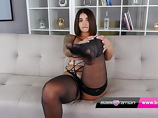 UK Indian Priya Young with big ass strips off at Babestation