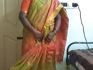 خادمة منتديات منتديات أجبرت على إظهار ثديها الطبيعي لمالك المنزل